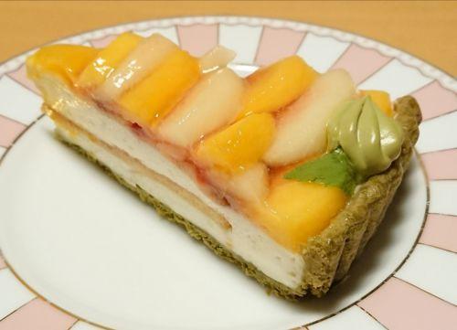 2色の桃とはちみつヨーグルトムースのタルト@キルフェボン